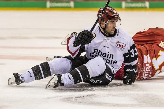 Rukavice na hokej pre hráča a brankára sa líšia