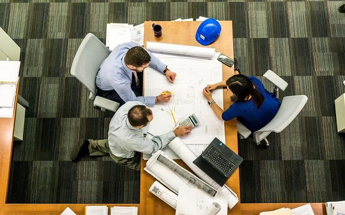 Kancelářský nábytek pro více lidí