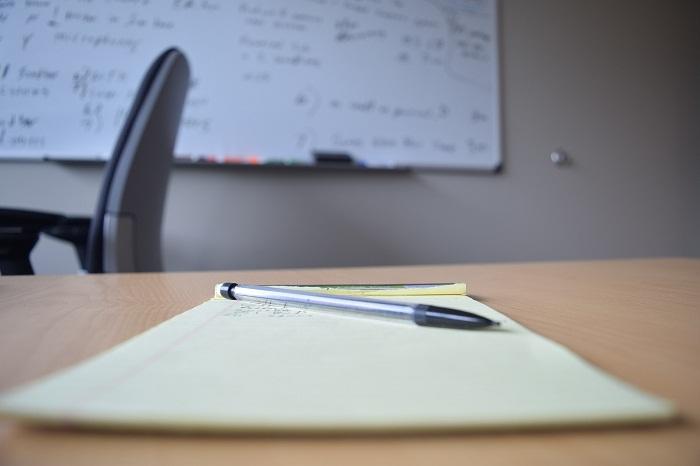 Papiere a nábytok do kancelárie