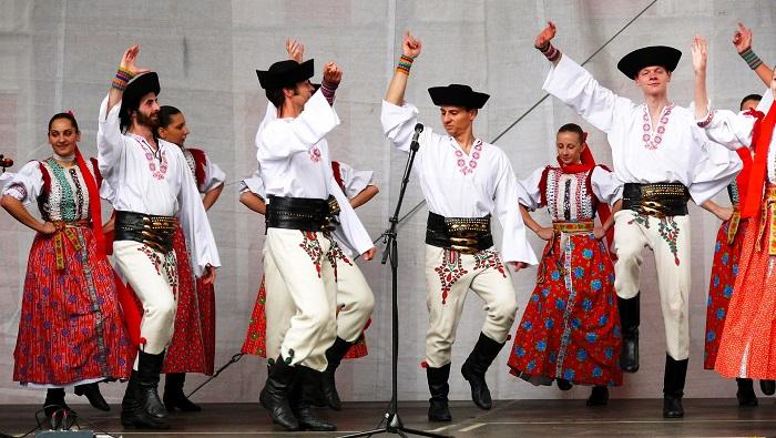 Špecifikácie pre slovenske kroje